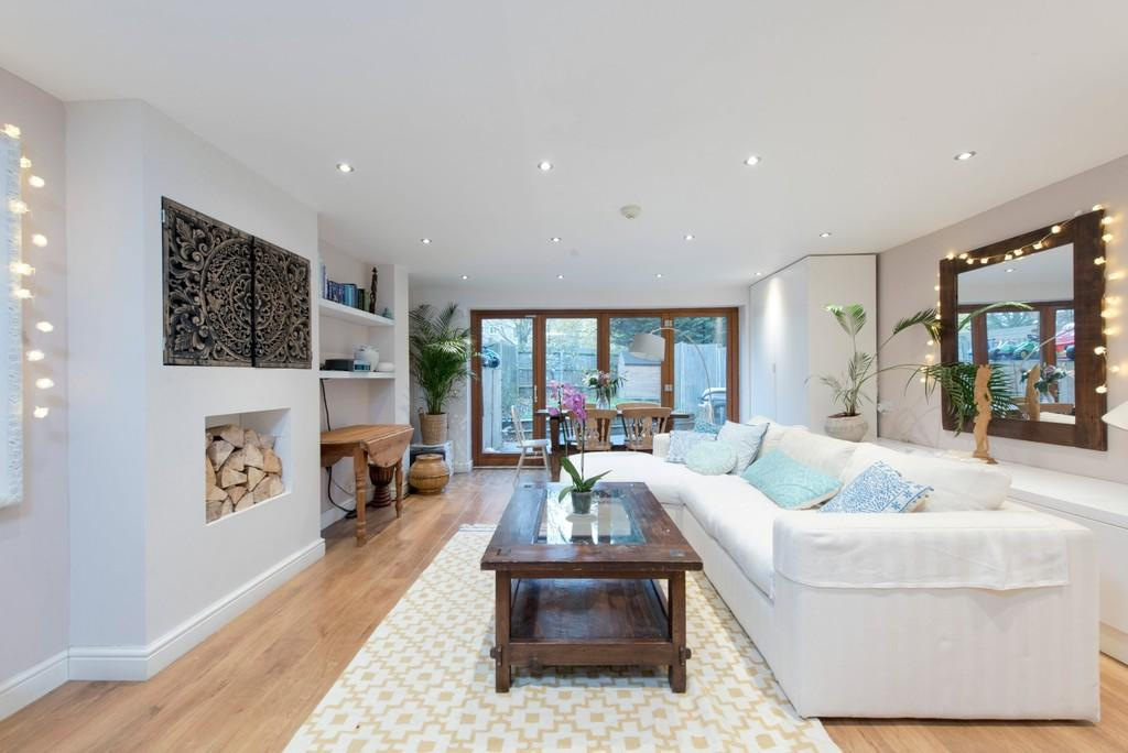 5 Bedrooms Terraced House for sale in Muir Drive, London