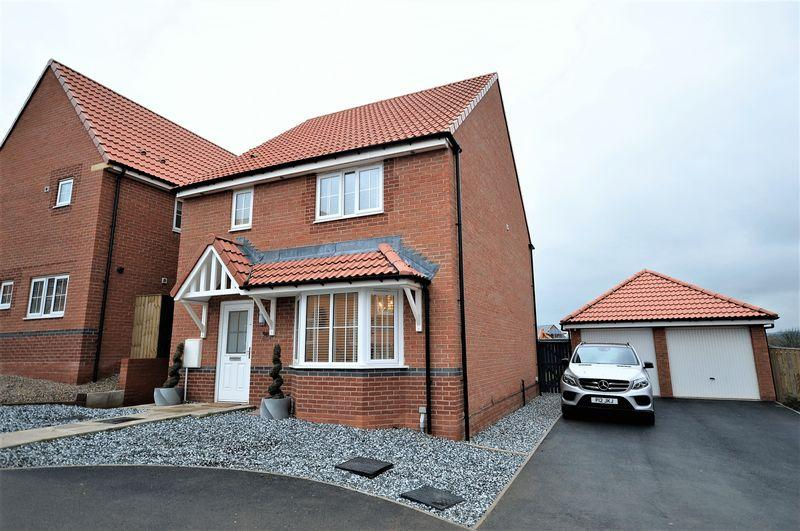 4 Bedrooms Semi Detached House for sale in Kingfisher Drive, Whitby
