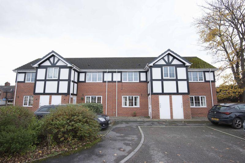 2 Bedrooms Apartment Flat for sale in Drillfield Court, Northwich, CW9 5GE