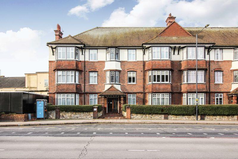 3 Bedrooms Apartment Flat for sale in Kenton Road, Harrow