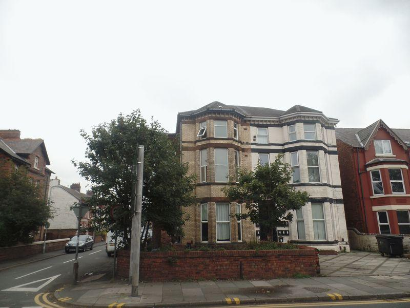 8 Bedrooms Semi Detached House for sale in 43 Crosby Road South, Liverpool