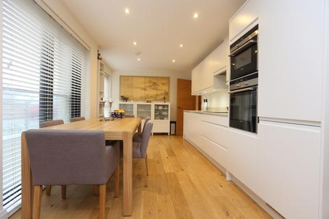 2 bedroom flat to rent - The Upper Drive, Hove