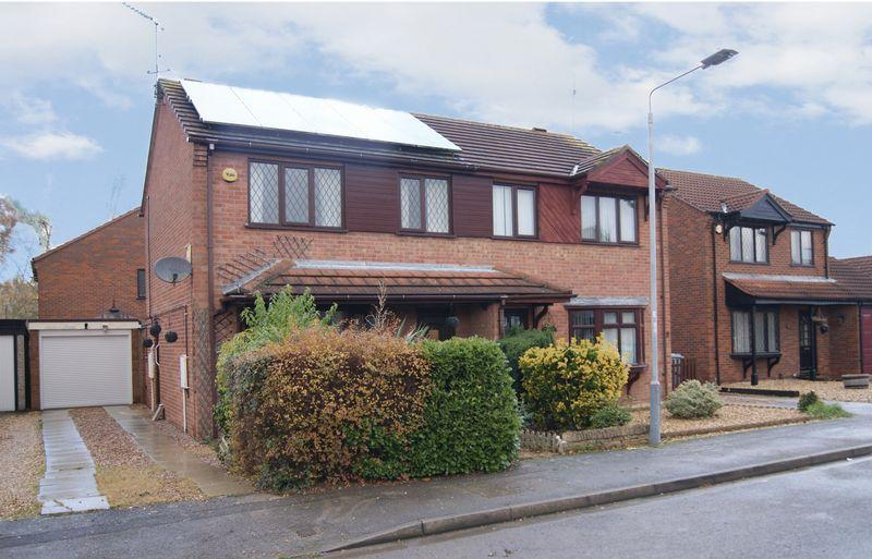 3 Bedrooms Semi Detached House for sale in Heron Way, Balderton