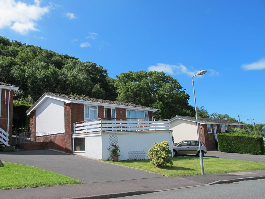 2 Bedrooms Semi Detached Bungalow for sale in New Quay