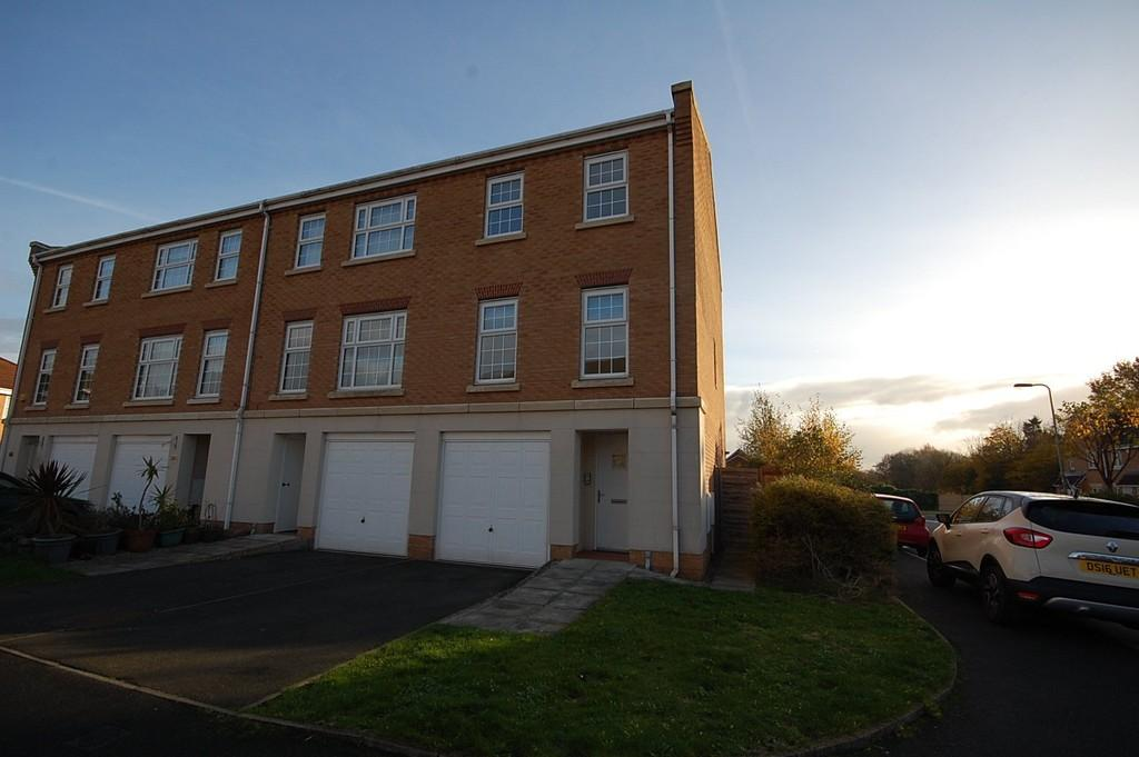 3 Bedrooms Town House for sale in The Feathers, Eccleston, St. Helens