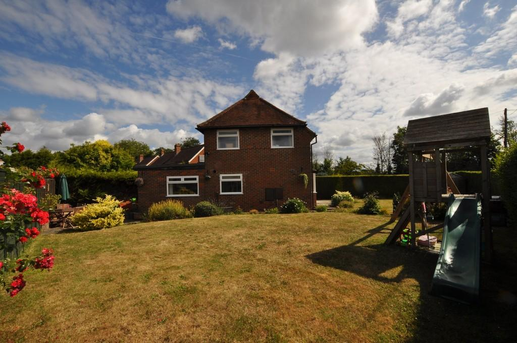 3 Bedrooms Semi Detached House for sale in Westwood Lane, Normandy