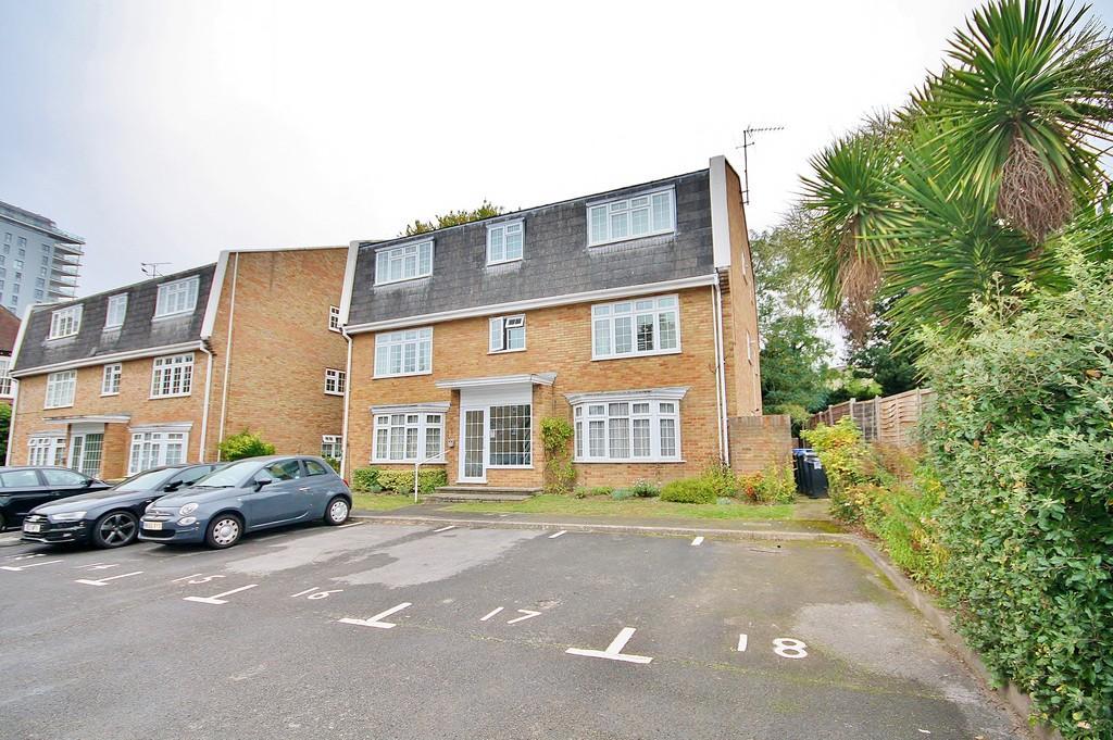 1 Bedroom Ground Flat for sale in Heathside Road, Woking