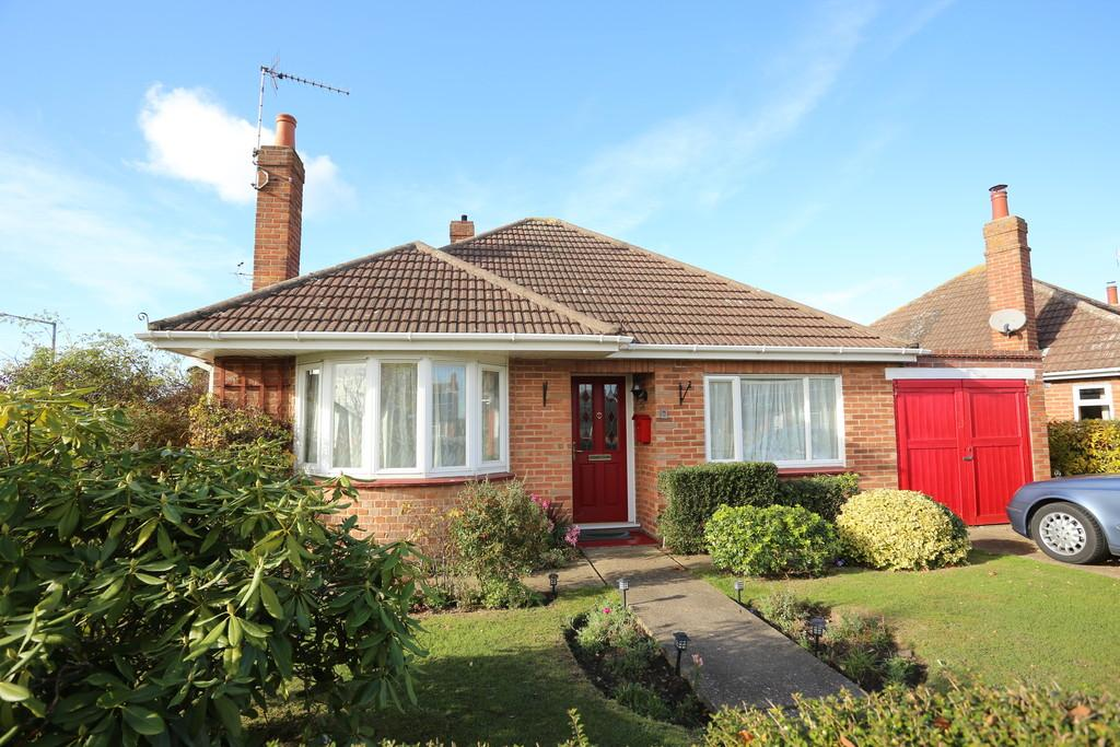 2 Bedrooms Detached Bungalow for sale in Norman Way, Prettygate, Colchester