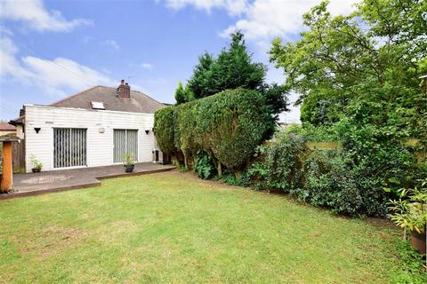 3 bedroom bungalow for sale - Hever Avenue, West Kingsdown, Sevenoaks, Kent