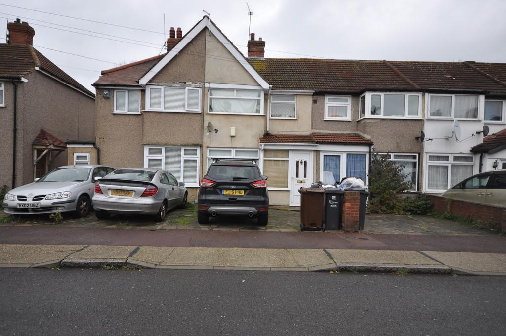 3 Bedrooms Terraced House for sale in Oval Road North, Dagenham