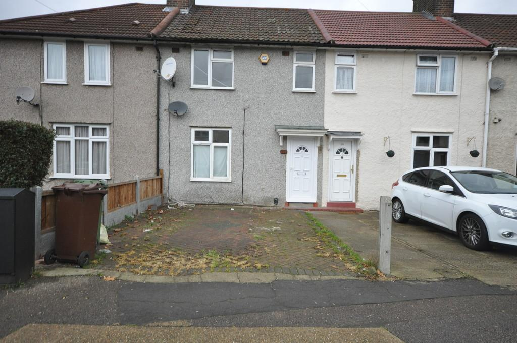3 Bedrooms Terraced House for sale in Davington Road, Dagenham
