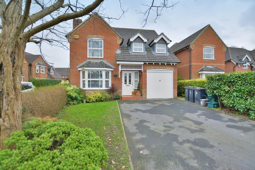 4 Bedrooms Detached House for sale in St. Cleeve Way, Ferndown