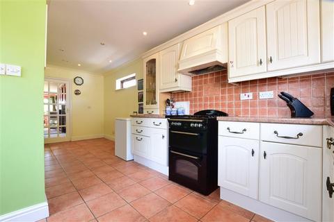 3 bedroom bungalow for sale - Stoneleigh Close, Brighton, East Sussex