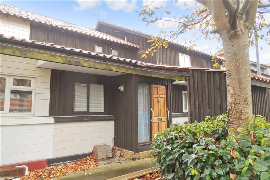 3 Bedrooms Terraced House for sale in Malyons, Basildon, Essex