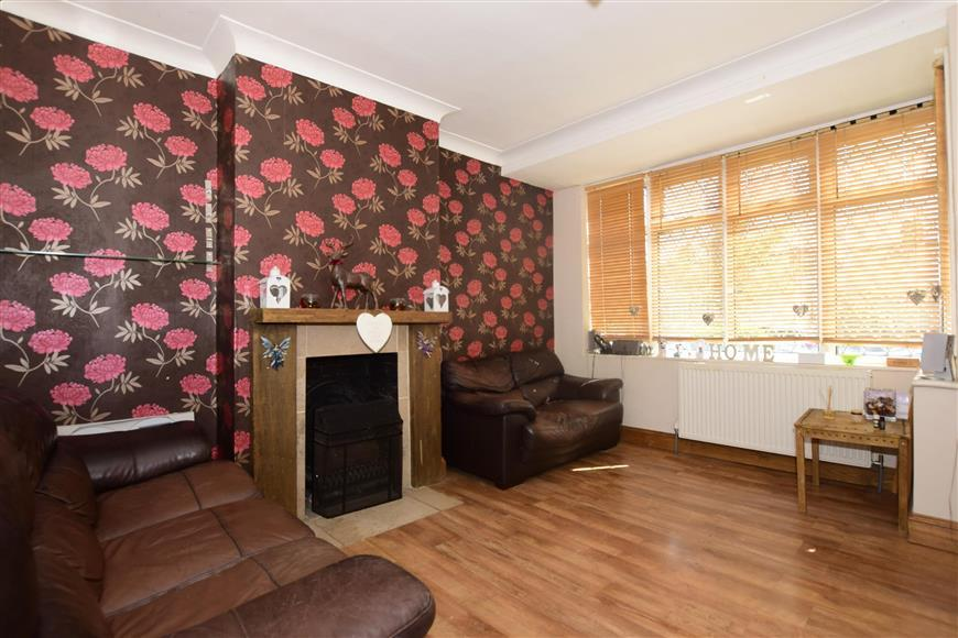 Sinclair Road Chingford 3 Bed Semi Detached House 430 000