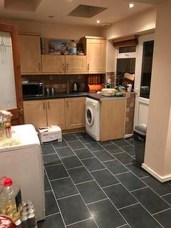 3 bedroom semi-detached house to rent - A Stunning 3 bedroom house on The Broadway in Dudley, DY1 3DP