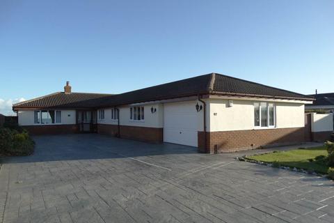 4 bedroom detached bungalow for sale - 92 Penrhyn Beach East, Penrhyn Bay, LL30 3RW