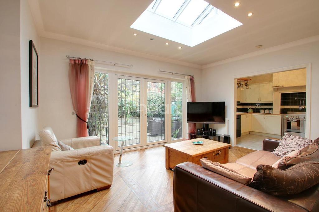 5 Bedrooms Semi Detached House for sale in Heath Park Road, Gidea Park