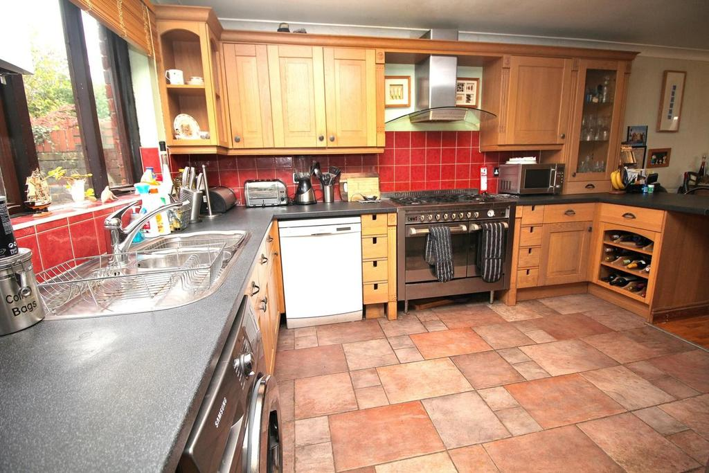 4 Bedrooms Detached House for sale in Chelmsford, Essex, CM2