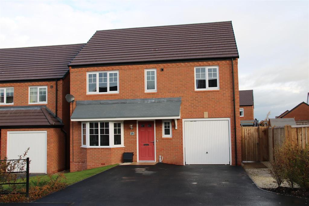 4 Bedrooms Detached House for sale in Chetwynd Drive, Grendon, Atherstone