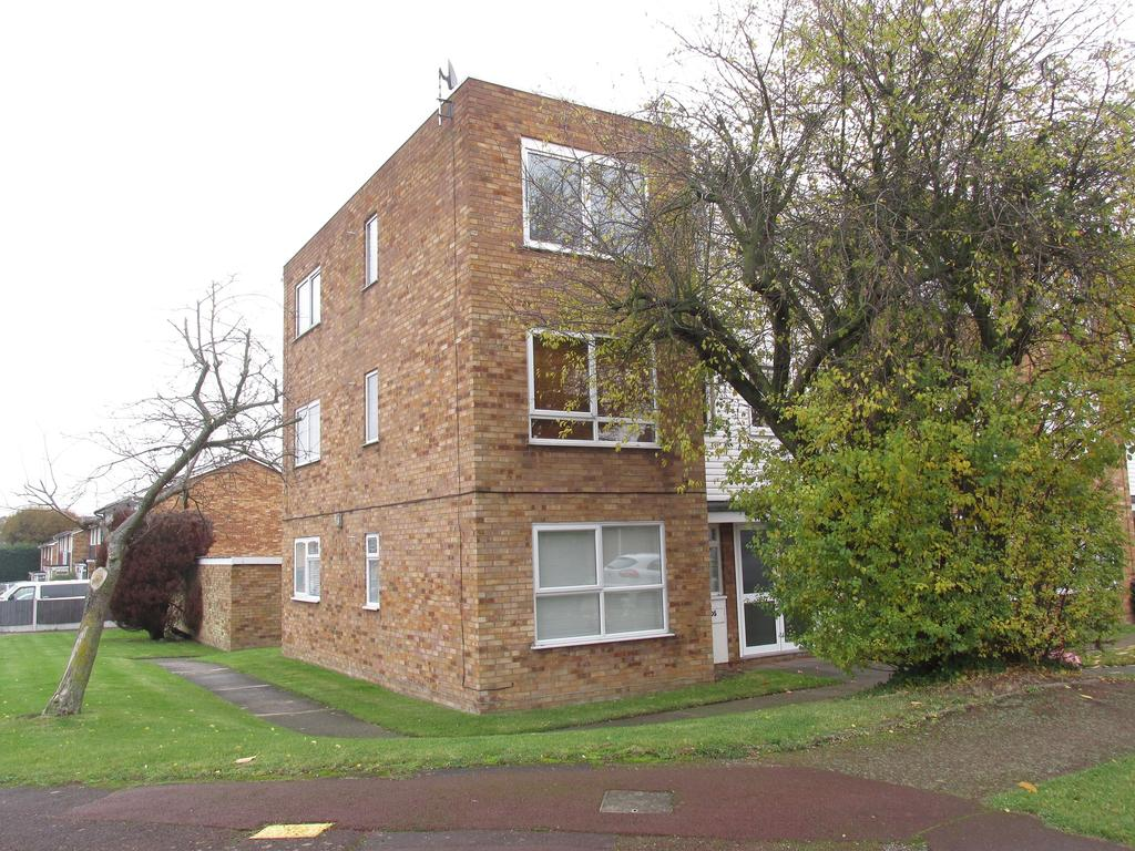 1 Bedroom Ground Flat for sale in Muskett Grove, Eastwood, Essex SS9