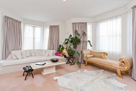2 bedroom flat to rent - Spacious Two Bedroom Hove Seafront Apartment
