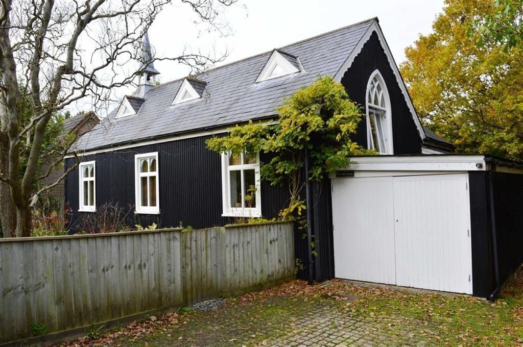 3 Bedrooms Detached House for sale in Merley Park Road, Wimborne, Dorset