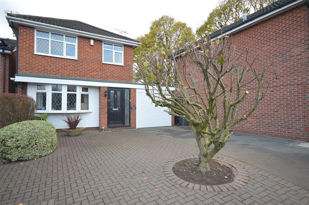 3 Bedrooms Detached House for sale in Holly Heath Close, Sandbach