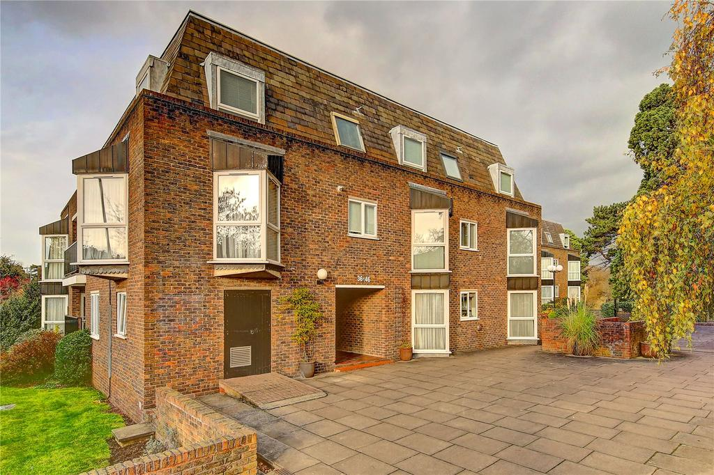 2 Bedrooms Flat for sale in Stoneydeep, Twickenham Road, TW11
