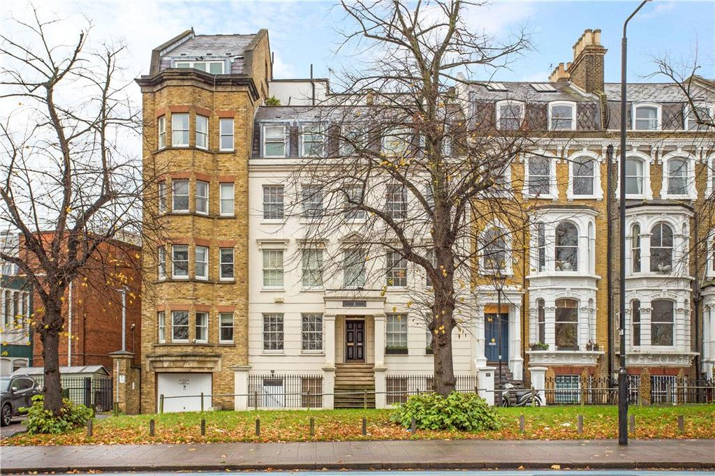 2 Bedrooms Flat for sale in Brook House, Clapham Common South Side, London, SW4