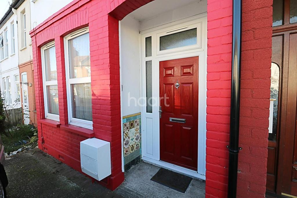 5 Bedrooms Terraced House for sale in Fairfax Drive, Westclif on Sea