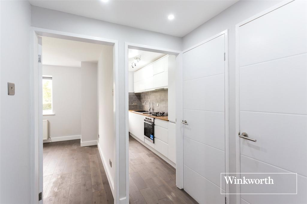 1 Bedroom Flat for sale in The Hollies, Oakleigh Park North, London, N20