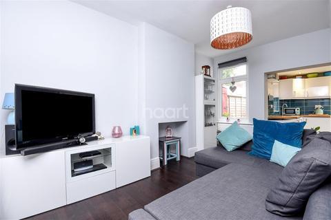 2 bedroom detached house to rent - Bishops Park Road, SW16