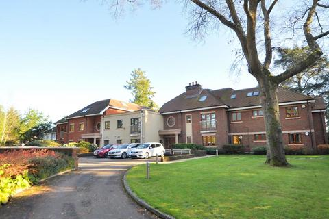 2 bedroom flat for sale - Golf Links Road, Ferndown