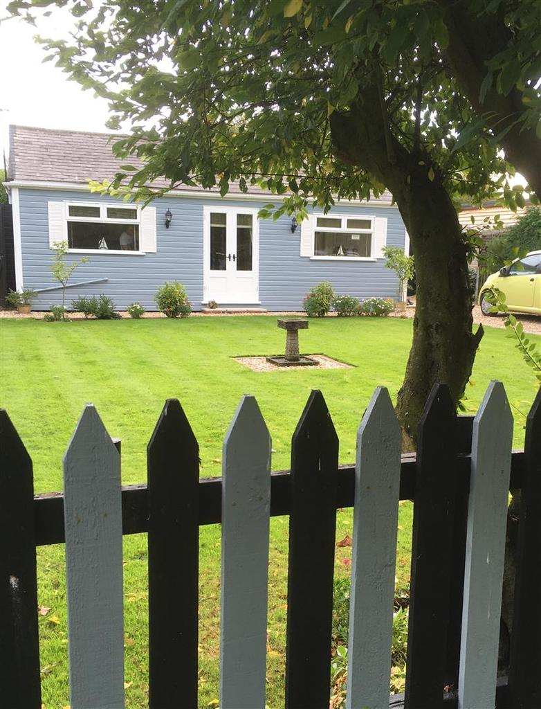 2 Bedrooms Detached Bungalow for sale in 295 Anthony's Bank, Humberston Fitties, Humberston, Grimsby