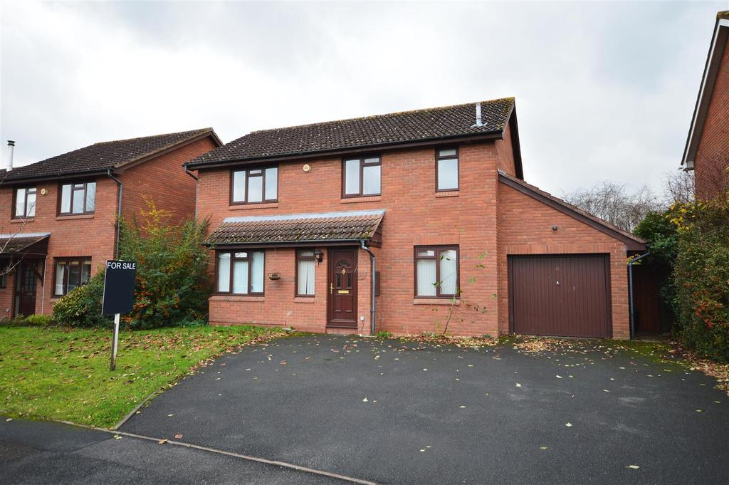 4 Bedrooms Detached House for sale in Fountains Close, Hereford