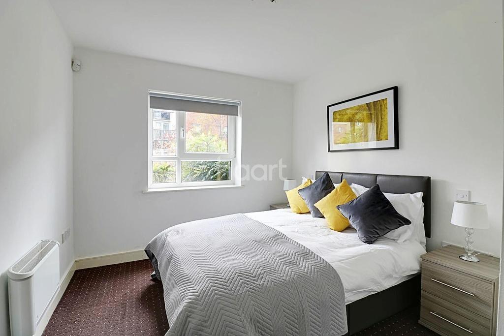 2 Bedrooms Flat for sale in Calder Court, Riverside Close, Romford