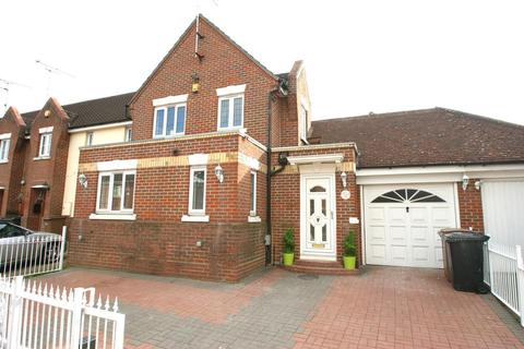 3 bedroom detached house for sale - Stanley Rise, Springfield, Chelmsford, Essex, CM2