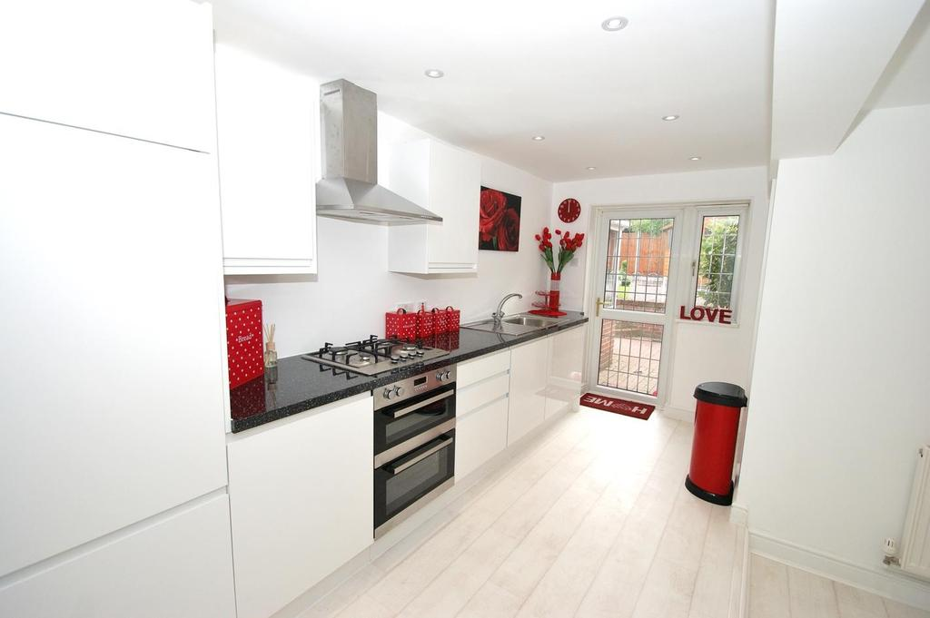 3 Bedrooms Semi Detached House for sale in Stanley Rise, Springfield, Chelmsford, Essex, CM2