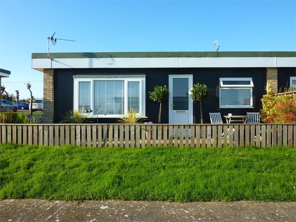 2 Bedrooms Chalet House for sale in Fort Road, Lavernock