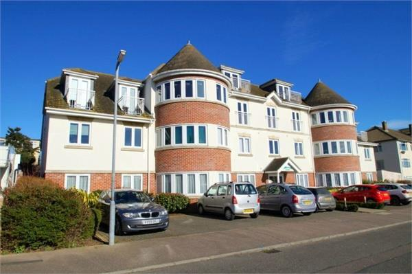 2 Bedrooms Flat for sale in Clacton Seafront