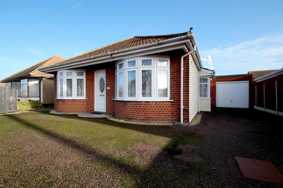 4 Bedrooms Detached Bungalow for sale in CLACTON-ON-SEA, Essex
