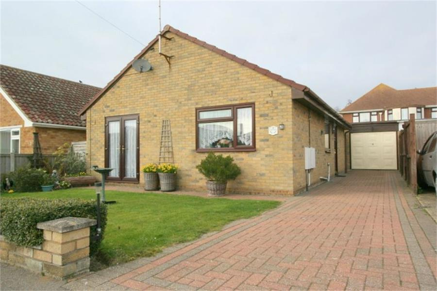 2 Bedrooms Bungalow for sale in Southcroft Close, Kirby Cross