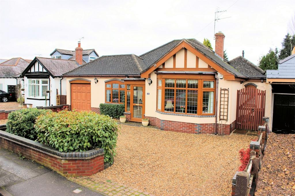 3 Bedrooms Detached Bungalow for sale in 69 Sweetpool Lane, Hagley, Worcestershire
