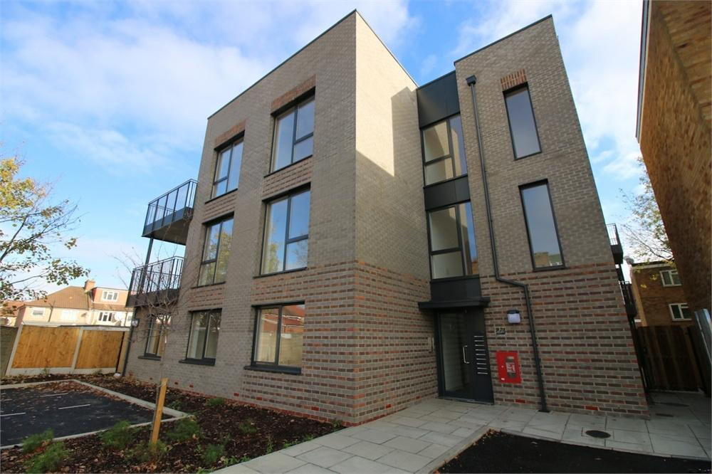 2 Bedrooms Flat for sale in Turing Court, Lovell Road, Southall
