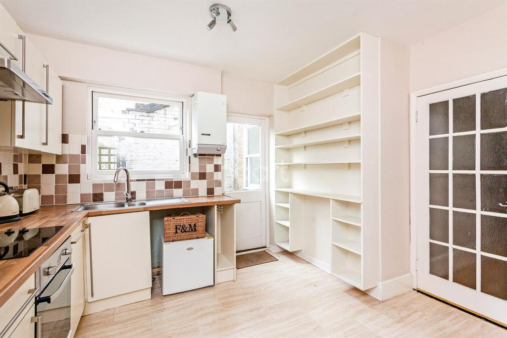 2 Bedrooms Flat for sale in Ashlake Road, Streatham, SW16