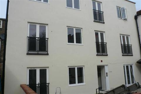 Studio to rent - Southgate Street, Gloucester