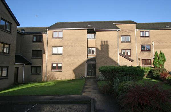 2 Bedrooms Flat for sale in 1/R, 10 Kelburn Court, Largs, KA30 8HN