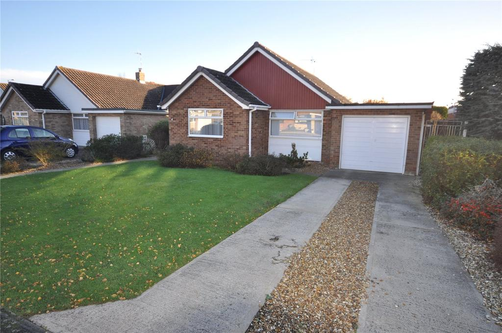 3 Bedrooms Detached Bungalow for sale in Verulam Close, Coleview, Swindon, Wiltshire, SN3