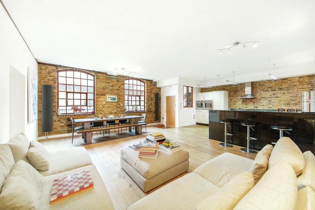 2 Bedrooms Flat for sale in Battersea Park Road, SW11